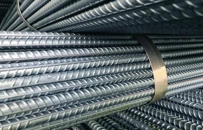 Thép Việt Úc được đóng bó một cách chắc chắn bằng đai và nẹp thép.
